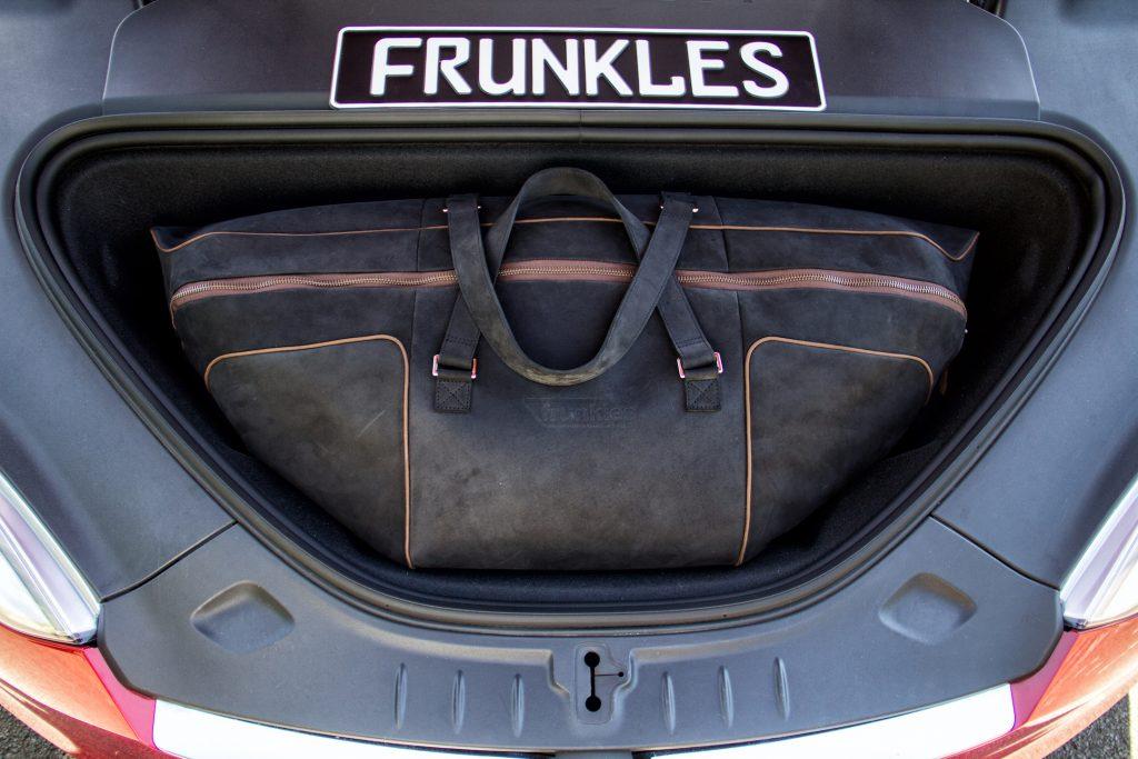 Maßgeschneiderte Reisetaschen für Ihren Tesla Kofferraum